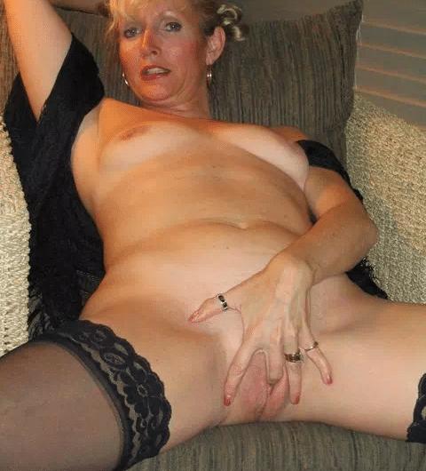 Vieille cougar à dominer pour jeune maitre SM pervers