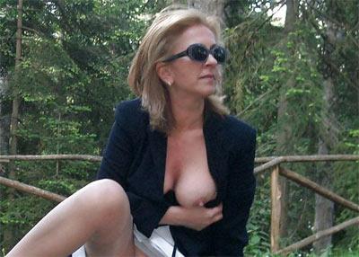 Femme exhib cherche mec voyeur pour mater