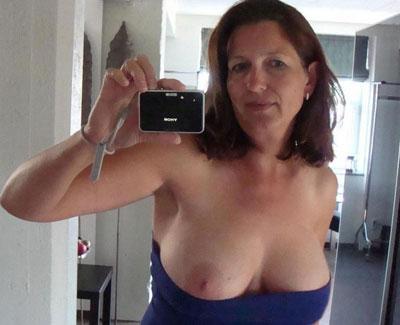 sexy femme mure