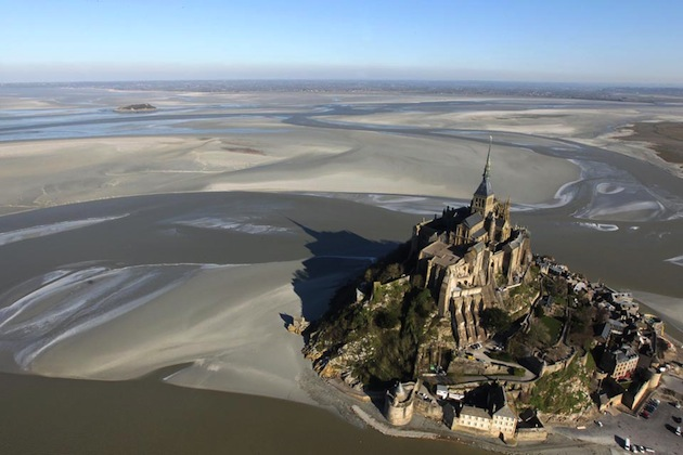 The tide goes out very quickly over some 10 kilometres at the Mont Saint-Michel. Photo: Kenzo Tribouillard/Flikr.