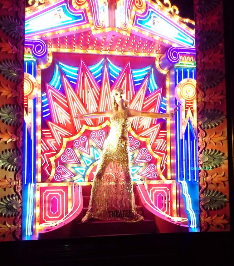 The pursuit of the stage holiday window in NYC 2014