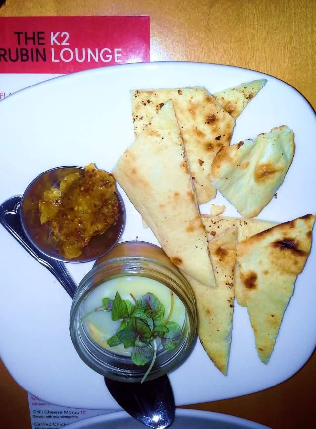 Chicken foie gras with pita and chutney