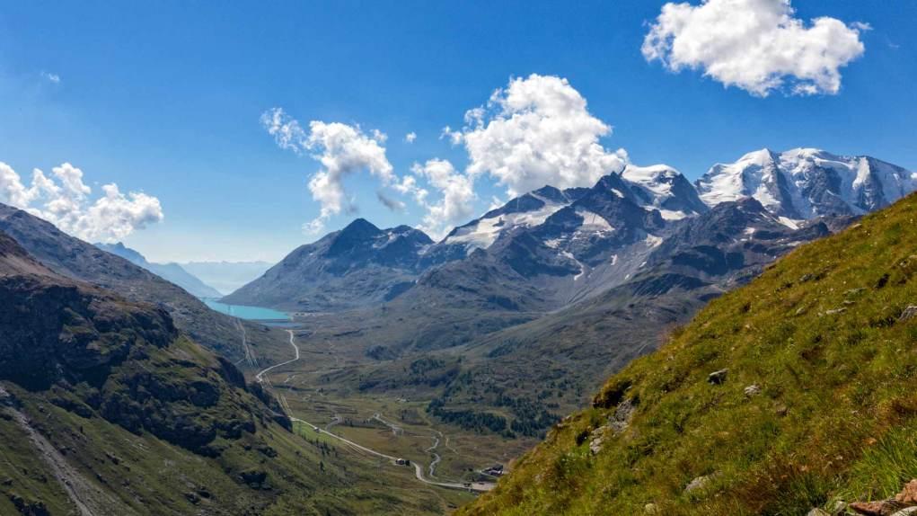 Ganz rechts der Piz Palü und links der Lago Bianco