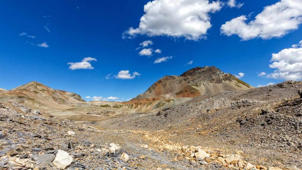 Eine Landschaft wie in den Hochebenen von Ladakh (Indien)