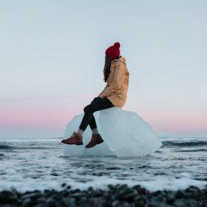 Jokulsarlon-Beach-Iceberg (1)