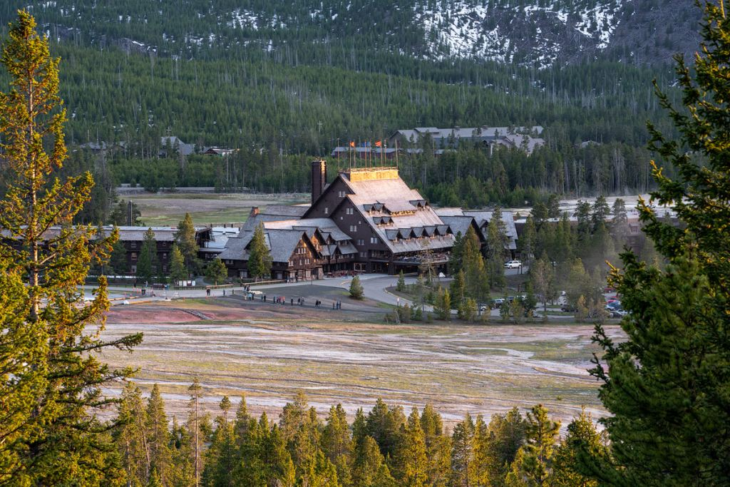 Ultimate Yellowstone National Park Guide and Itinerary - Old Faithful Inn