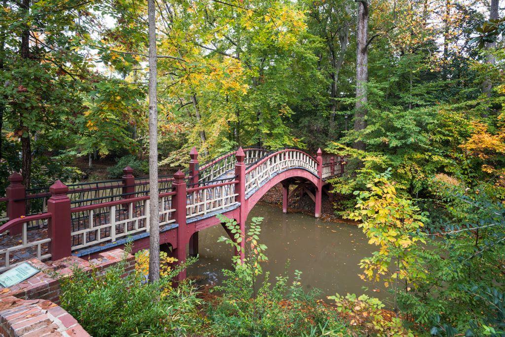 Williamsburg Virginia Guide and Itinerary - Crim Dell Bridge