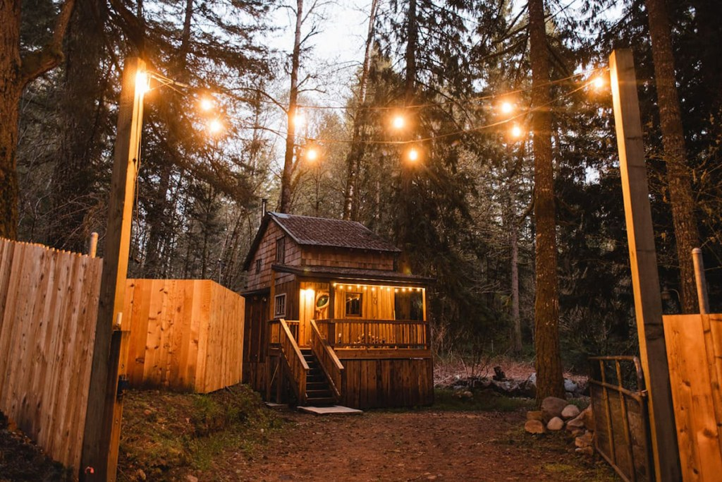 24 Dreamy Oregon Cabins You Can Rent - The Hide and Seek Cabin