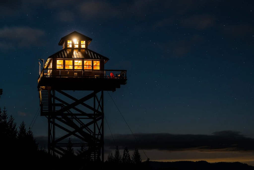 Treehouse You Can Rent In Oregon - Summit Prairie Lookout Tower