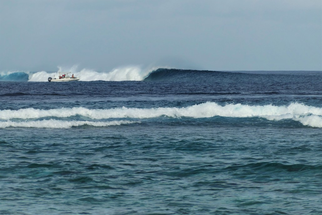 pumping waves at chickens maldives