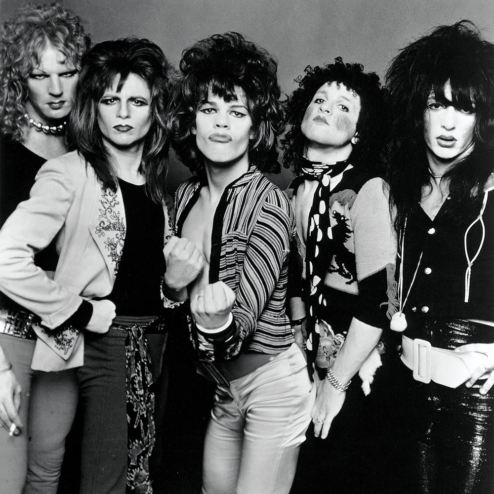 The New York Dolls with Sylvain Mizrahi (second right). For what I gather Malcom McLaren also used these people as blueprint for the Sex Pistols. He also provided them with 'stage gear'.