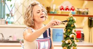 At Home with Amy Sedaris Cancelled or Season 2? truTV Status (Release Date)