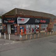 Shop robbery in Paisley leave staff 'shaken'