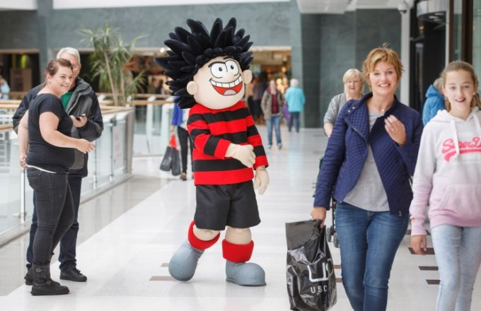 Dennis goes walk-a-bout in Braehead