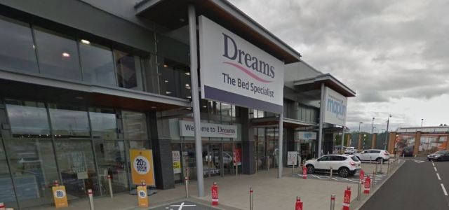 What new stores are going into the Abbotsinch Retail Park?