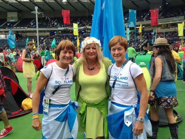 Helen Watson at Commonwealth Games with judo medal winning twins Fiona and Donna Robertson