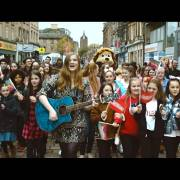 Paisley singer Lisa Kowalski unveils debut music video about her hometown