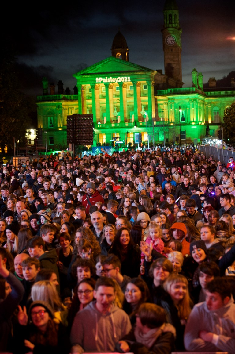 What roads are closed in Paisley for the Christmas Lights Switch-on 2018