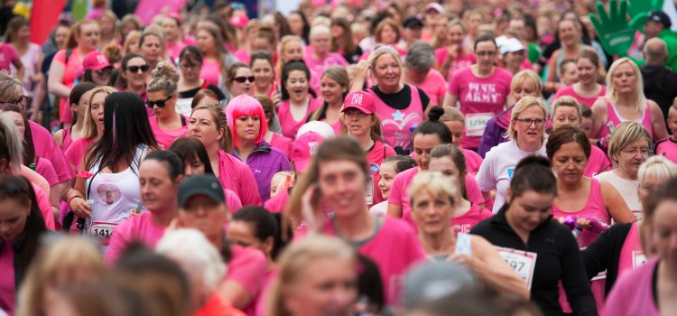 Thousands take part in Cancer Research UK Race for Life in Glasgow