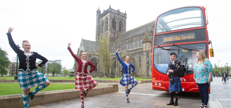 4,000 of world's best pipers and drummers en route to Paisley