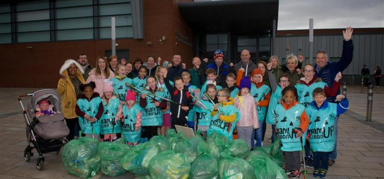PHOTO GALLERY: Hundreds team up to make it a Spotless September in Renfrewshire