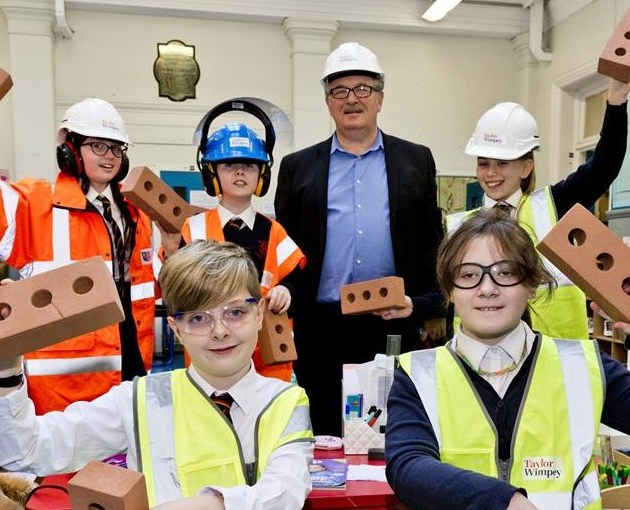 Taylor Wimpey gives lesson in safety to local school children in Paisley
