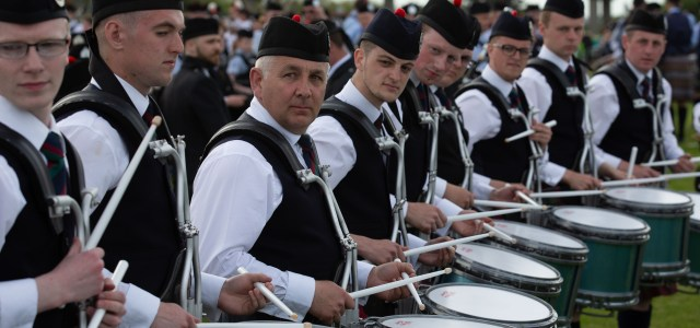 Video: Thousands of world's top pipers on way to Paisley for British championships