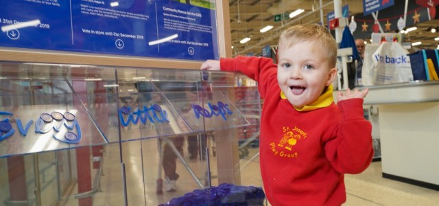 Customers choose winners of Tesco Bags of Help Centenary Grants in Renfrewshire