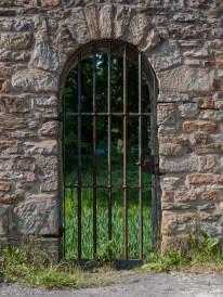 Gittertor zur Gräfte