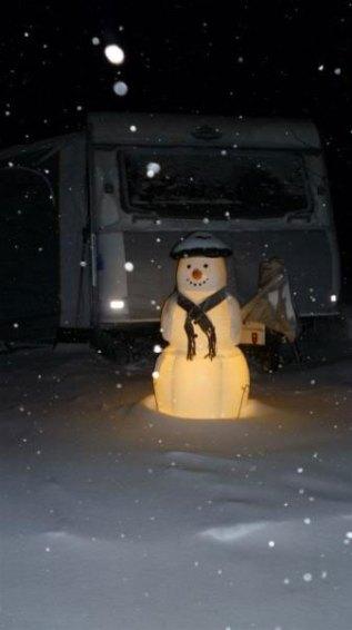 Der Schneemann im Vorgarten