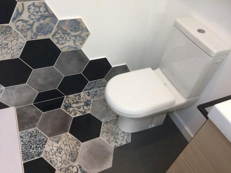 salle d'eau carrelage hexagonal 3