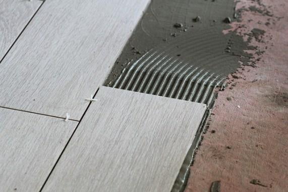 Les équipements et les techniques à utiliser pour poser un carrelage