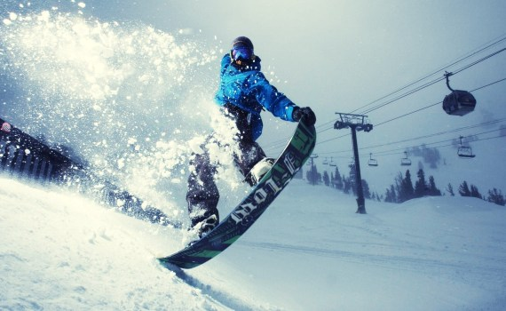 How to avoid skiing and snowboarding injuries