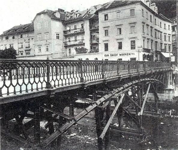1931 - Hradeckega most, ki ga je Plečnik kasneje premaknil, tod pa danes stoji Šuštarski most