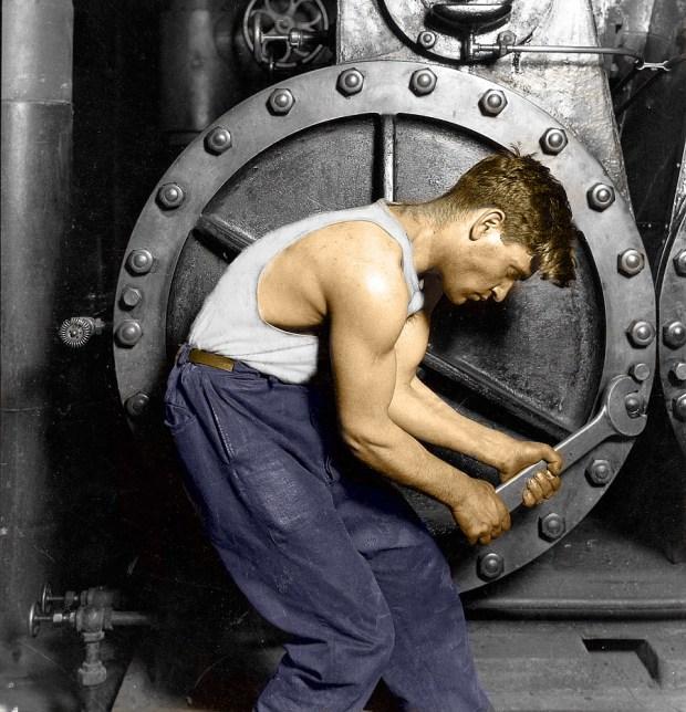 Mladi mehanik ob parni črpalki, 1920 (foto: Shorpy)