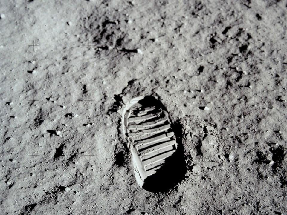 17-eden-prvih-korakov-na-luni