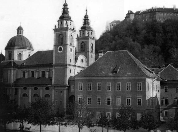 1890 - Stolnica in del Pogačarjevega trga. Tržnica je bila zgrajena šele čez pol stoletja.