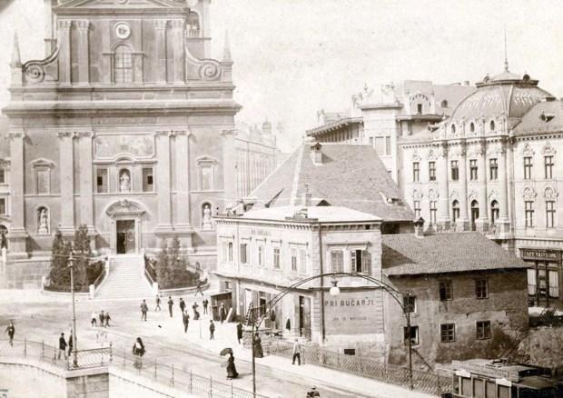 1905 - gostilna Bučar, ki je bila kmalu za tem porušena, na njenem mestu pa so postavili Prešernov spomenik
