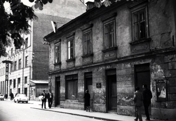 1971 - izseljenska pisarna E. Kristana, v ozadju Kino Sloga