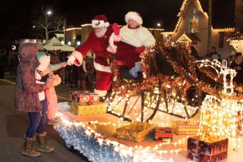 Santa and Mrs. Claus make their way down Main Street during the annual Light Up Thomaston Christmas celebration in Thomaston Saturday. Steven Valenti Republican-American