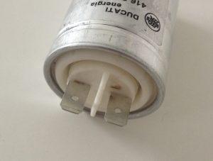 Condensateur détail des cosses