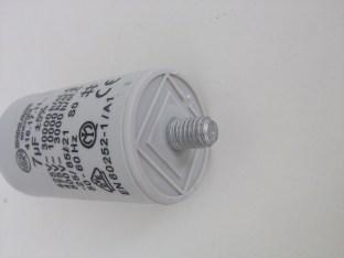 Condensateur permanent 7µF détail vis M8