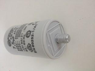 Condensateur permanent 7,5µF détail vis M8