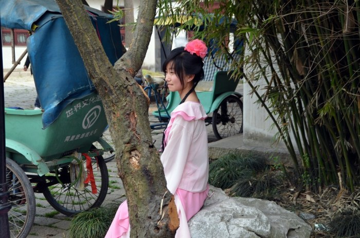 Touriste en habits traditionnels chinois