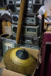 Radio et chapeau chinois