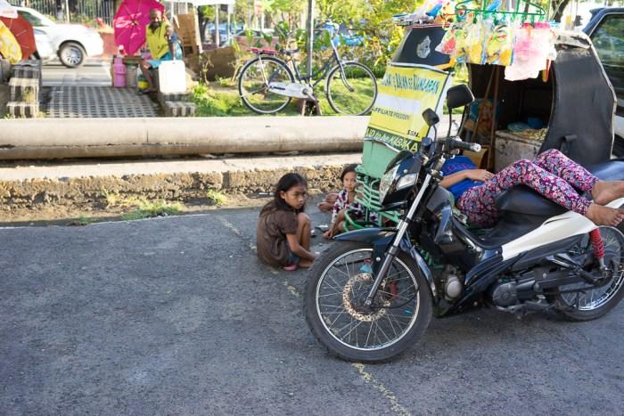 Enfants dans les rues de Manille