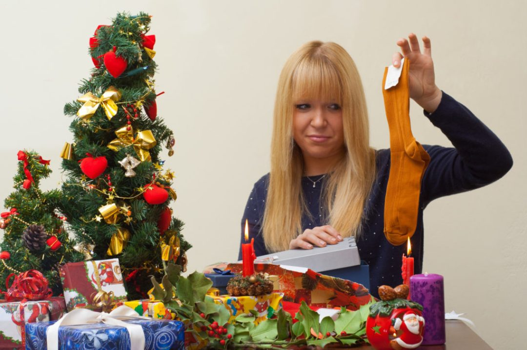 Girl disappointed over a cheap christmas gift, Χριστούγεννα, δώρα
