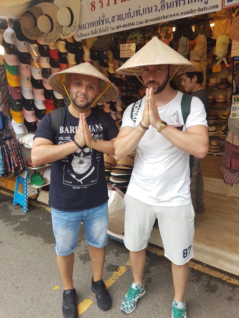 ταιλανδέζικη must πόζα