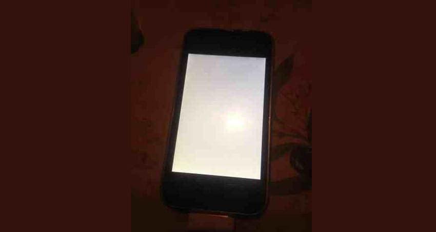 mon iphone reste noir ou reste blanc