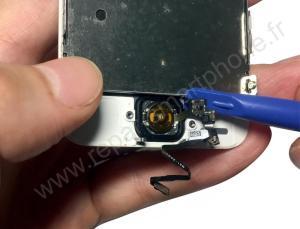 Décoller la nappe du bouton home iPhone 5S SE 2